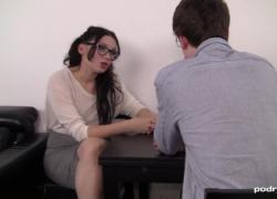 Сексуальный учитель болезненный анал трахает роговой студент