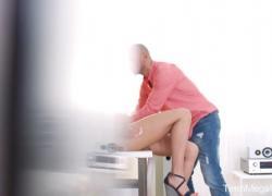 Teenmegaworld Polina Sweet Возбужденные любовники климакс на стуле