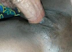 Толстый белый член кончает в кремовую черную киску