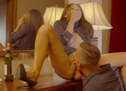 ULTRAFILMS LEGENDARYy Шрима слишком возбуждена, не может дождаться открытия двери и соблазняет парня в холле отеля.