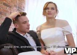 VIP4K Красотка в свадебном платье сосет член незнакомца и трахается
