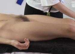 Волосатая киска впервые делает массаж жестких сисек Риты