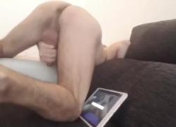Волосатый папочка глотает сперму после просмотра BootieBandit Fuck