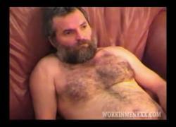 Зрелый мужчина Tim дрочит и кончает в любительском видео